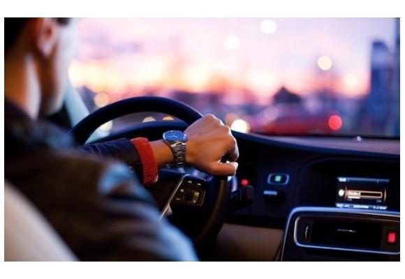 6 hábitos al conducir que debes evitar a toda costa